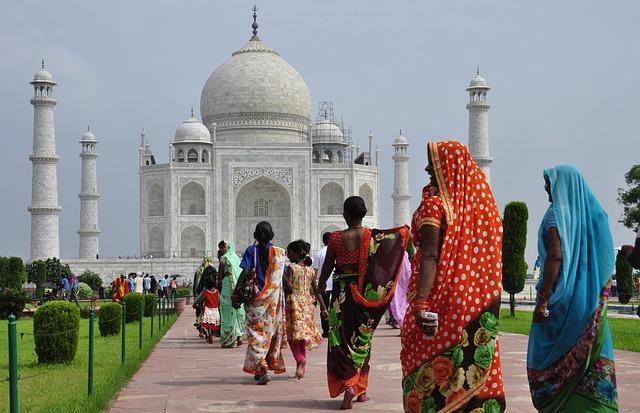 Da Delhi a Londra in bus, il viaggio epico tra due mondi
